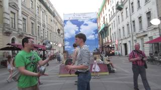 Тайванец берёт уроки жонглирования булыжниками в гостях у Хармса