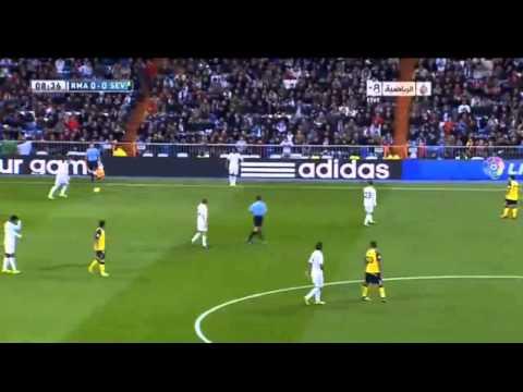 Diego Lopez advising Varane    Real Madrid vs Sevilla, 301013