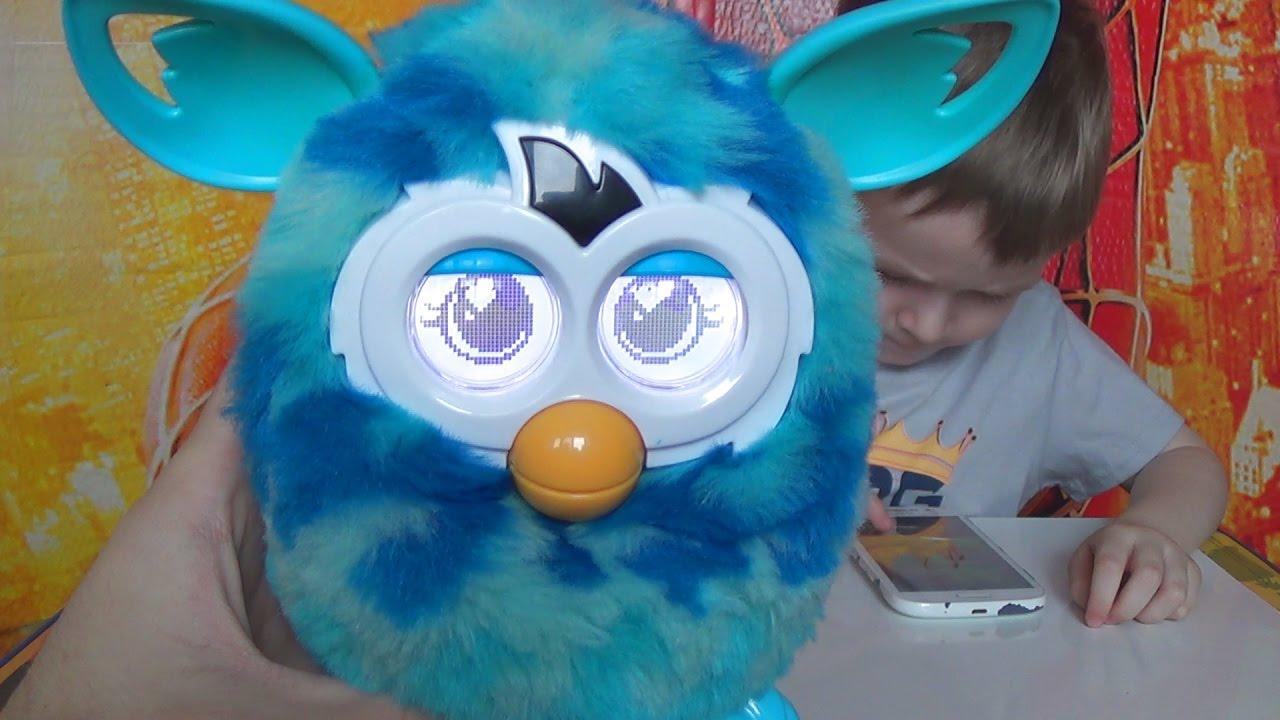 купили Ферби Макс кормит и играет с Ферби приложением видео для детей