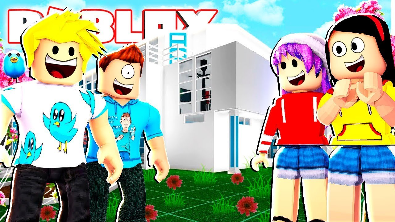 I Surprised The Crew With A Roblox Summer Mansion In Bloxburg For Role Plays Youtube