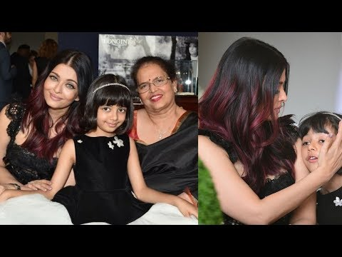 Aishwarya rai Bachchan looking so beautiful with aaradhya and mom for event in Paris
