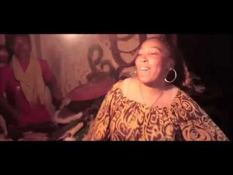 RAGASY-SOAMAIVA / APONGA MIHIRA (Singing drums)