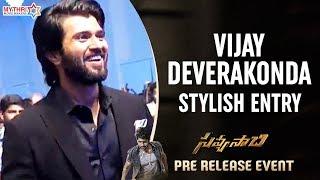 Vijay Deverakonda Stylish Entry   Savyasachi Pre Release Event   Naga Chaitanya   Madhavan   Nidhhi