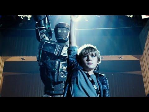 Робот танцует с пацаном перед боем - Живая сталь 2011