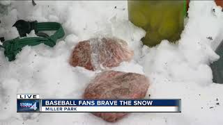 Fans brave snow to tailgate Brewers game