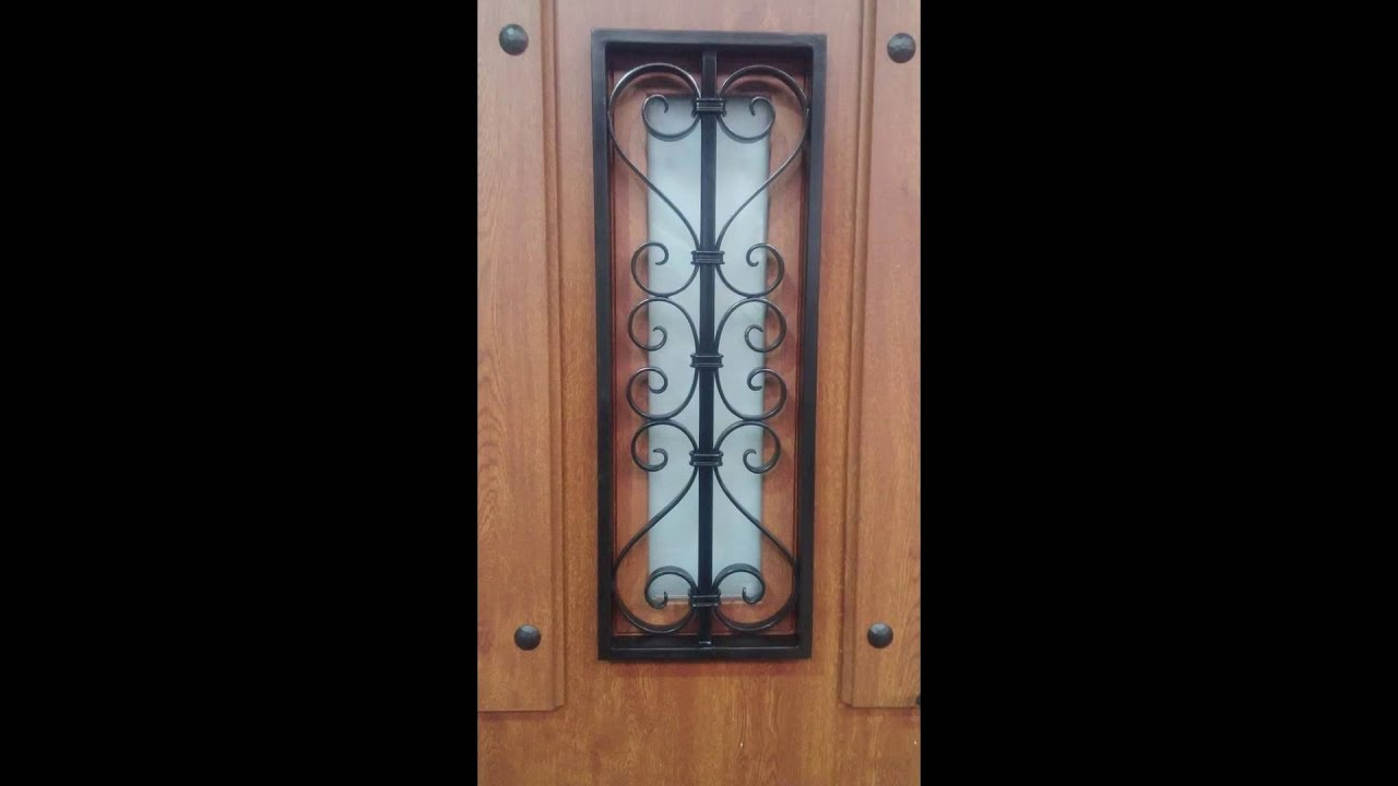 Puerta rustica aragon con ventana central youtube for Puertas rusticas exterior