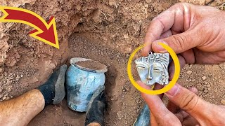 We Find An İnvaluable Treasure / Metal Detecting