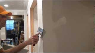 Finish Coating Drywall (Applying joint compound)