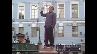 Дядя Миша - уличный балагур-музыкант!