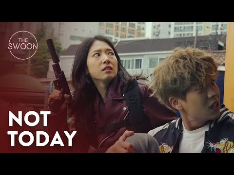 Park Shin-hye makes a grand escape from an epic rooftop chase | Sisyphus Ep 2 [ENG SUB]