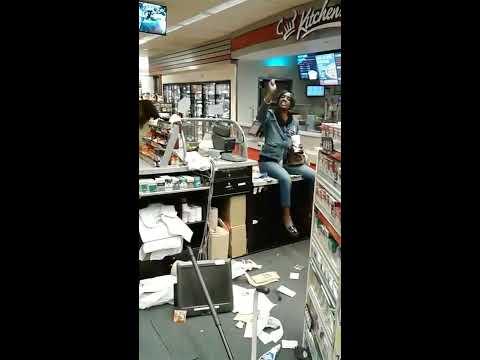 Super y Jaylah - Mujer Loca Destruye Un 'Convenience Store'