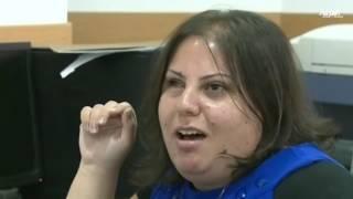 موظفة مقسم تتقن عملها ولا يدرك المتعاملون إعاقتها البصرية