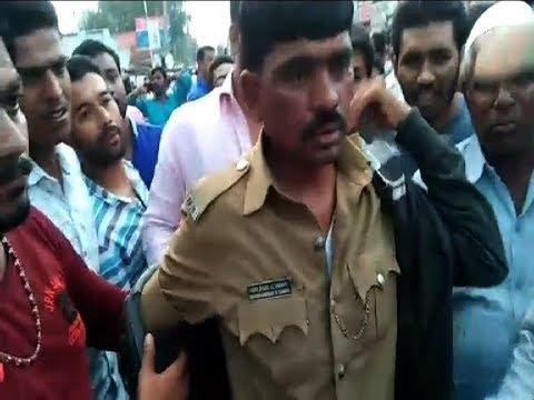 Gadag | Police Beaten By Public Very Badly | Suvarna News
