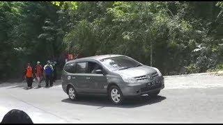 Download Video Nissan Grand Livina kerepotan naik tanjakan cinomati MP3 3GP MP4