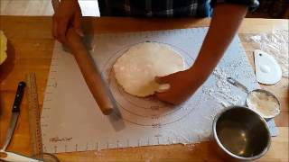 How to Roll out a Perfect Pie Crust