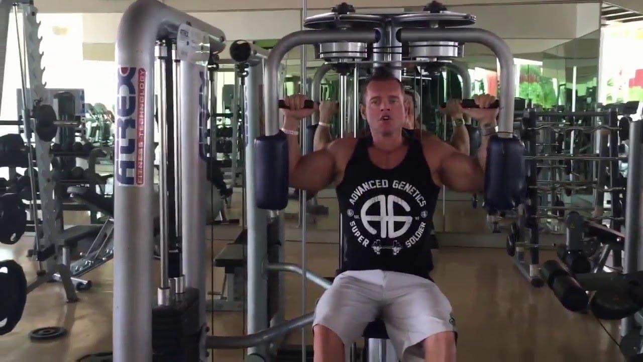 Exercices des Pectoraux - Pec-Deck - YouTube