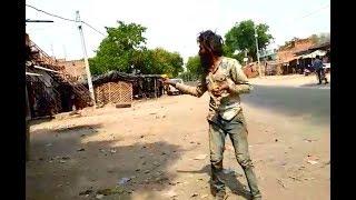 मानसिक रूप से पीड़ित व्यक्ति ने महोबा में बनाया दहशत का माहौल   KhabarLahariya