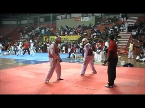 Porto Alegre Open 2012 Taekwondo semi-final master 80kg Everson Calaes x Carlos Nascimento