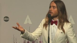 Repeat youtube video Raw Video: Jared Leto backstage at the 2014 Academy Awards