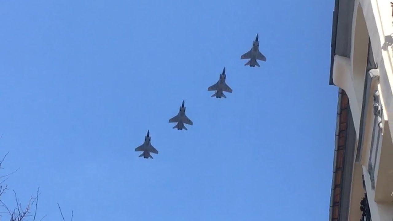 Пролетая над Тверской: в Москве прошла репетиция воздушной части парада Победы