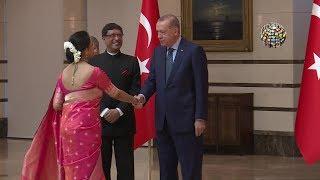 Hintli kadın Külliye'ye böyle renk kattı