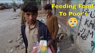 FEEDING FREE FOOD TO HOMELESS AND POOR PEOPLE IN PAKISTAN | VLOG |