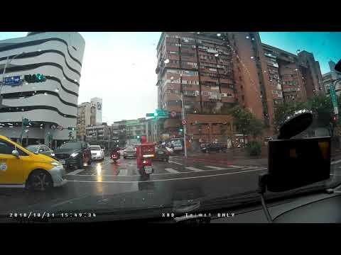可惡計程車786-L8號闖紅燈