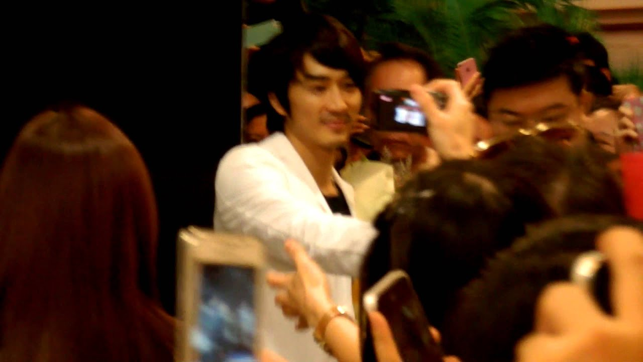 Song Seung Hoon at West Coast Plaza Singapore - YouTube