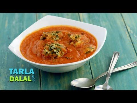 Paneer Palak Koftas in Makhani Gravy (Low calorie recipe) by Tarla Dalal