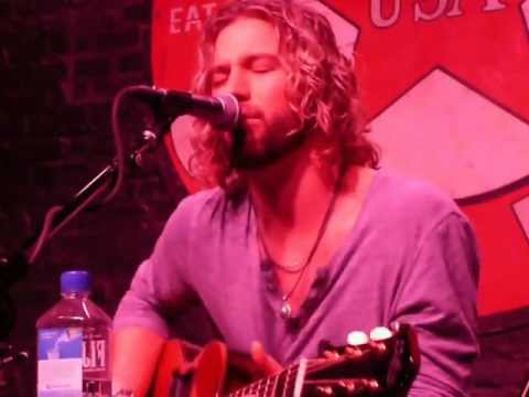 """Casey James-Live-""""Crying on a Suitcase"""""""
