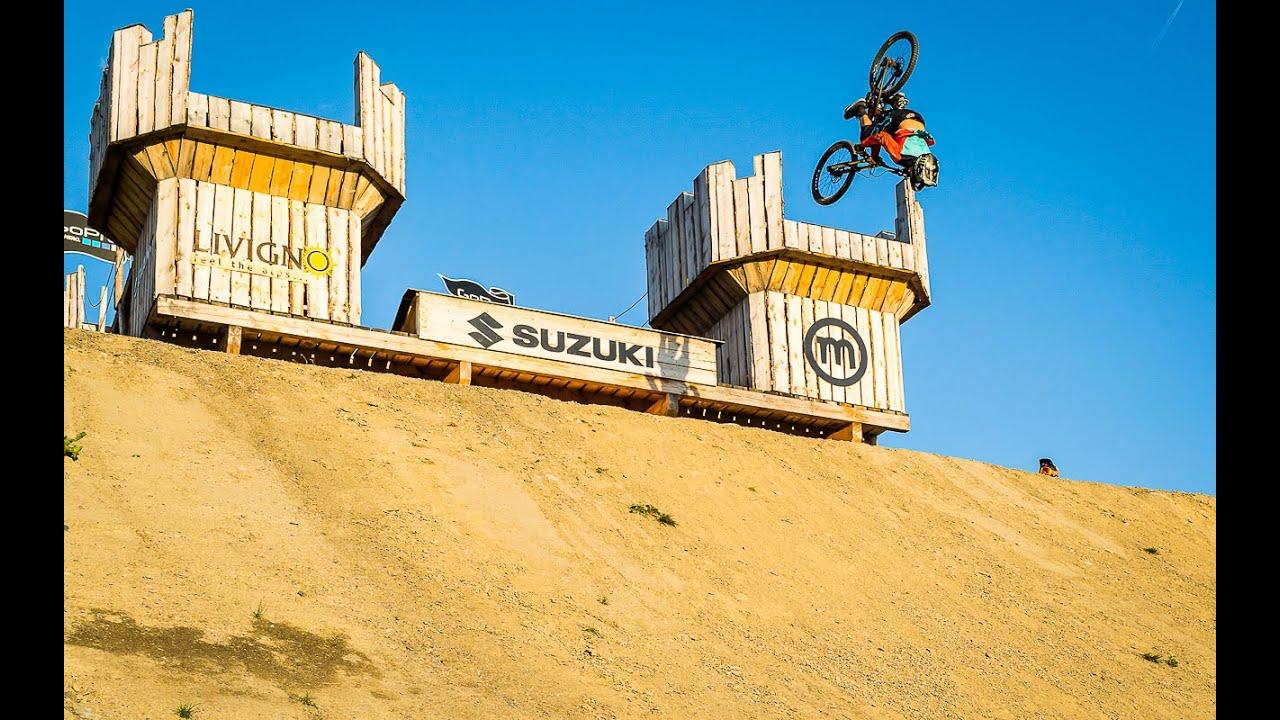 Sam Reynolds crushing the Suzuki Nine Knights 2015 line