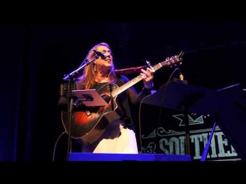 Beth Nielsen Chapman - 'This Kiss' (Perth, 2017)