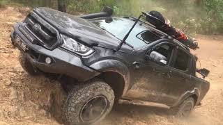 Twin Locked Hilux & Rear Locked Ford Ranger | MOMENTUM VS CRAWL | Hill Climb challenge