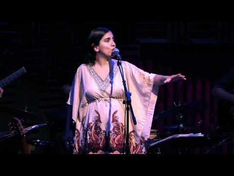 Marta Gomez sings