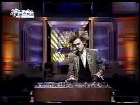 Douglas Lee plays musical glasses on Korean TV