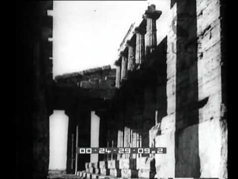 Una delegazione guidata dal Ministro delle Finanze in visita ai templi di Paestum.