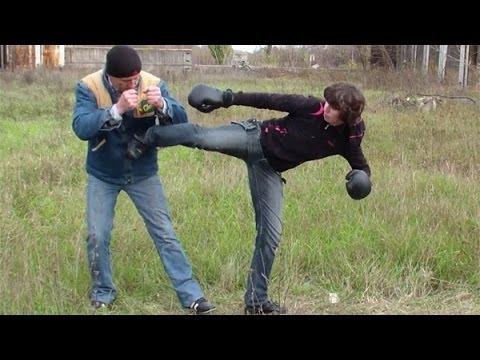 Удар ногой с разворота. Драка. Как научиться драться