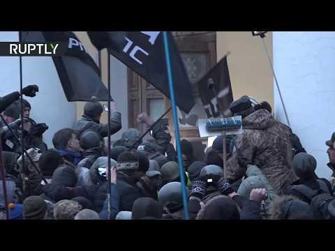 Saakashvili supporters storm cultural center in Kiev