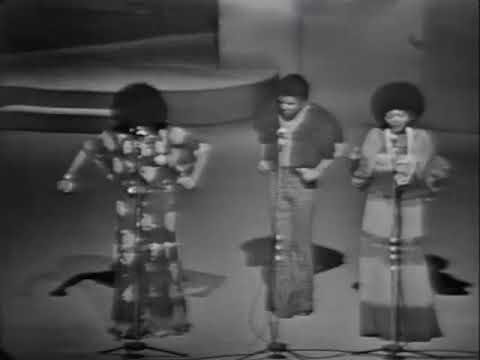 "Trio Ternura canta ""A Gira"" - 1973"