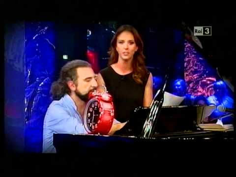 """Sostiene Bollani (con Caterina Guzzanti) 3° puntata in 4.33 minuti di """"silenzio""""John Cage"""