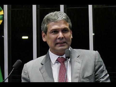 Lindbergh Farias aponta diferença de tratamento entre Lula e Moreira Franco pelo STF