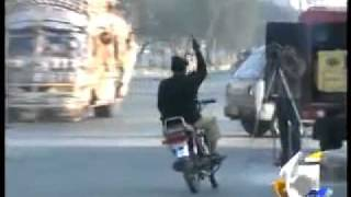 Gujranwala Rocks- Police Man Suspended Due To Showing Jalwa Lolz Very Funny.mp4