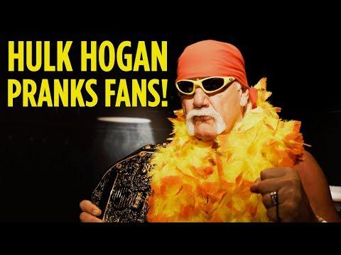 Hulk Hogan Pranks  Disguised as Wax Figure!