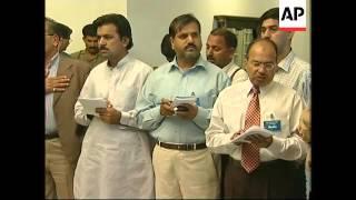 Rice meets Pakistani PM, pledges more aid