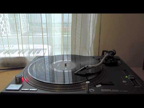 My Technics SL-1210MK5 plays Hark! The Herald Angel Sings by