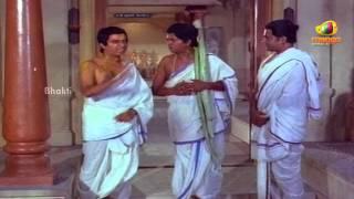Sri Mantralaya Raghavendra Swamy Mahatyam Scenes - Rajnikanth coming across funny shishyas