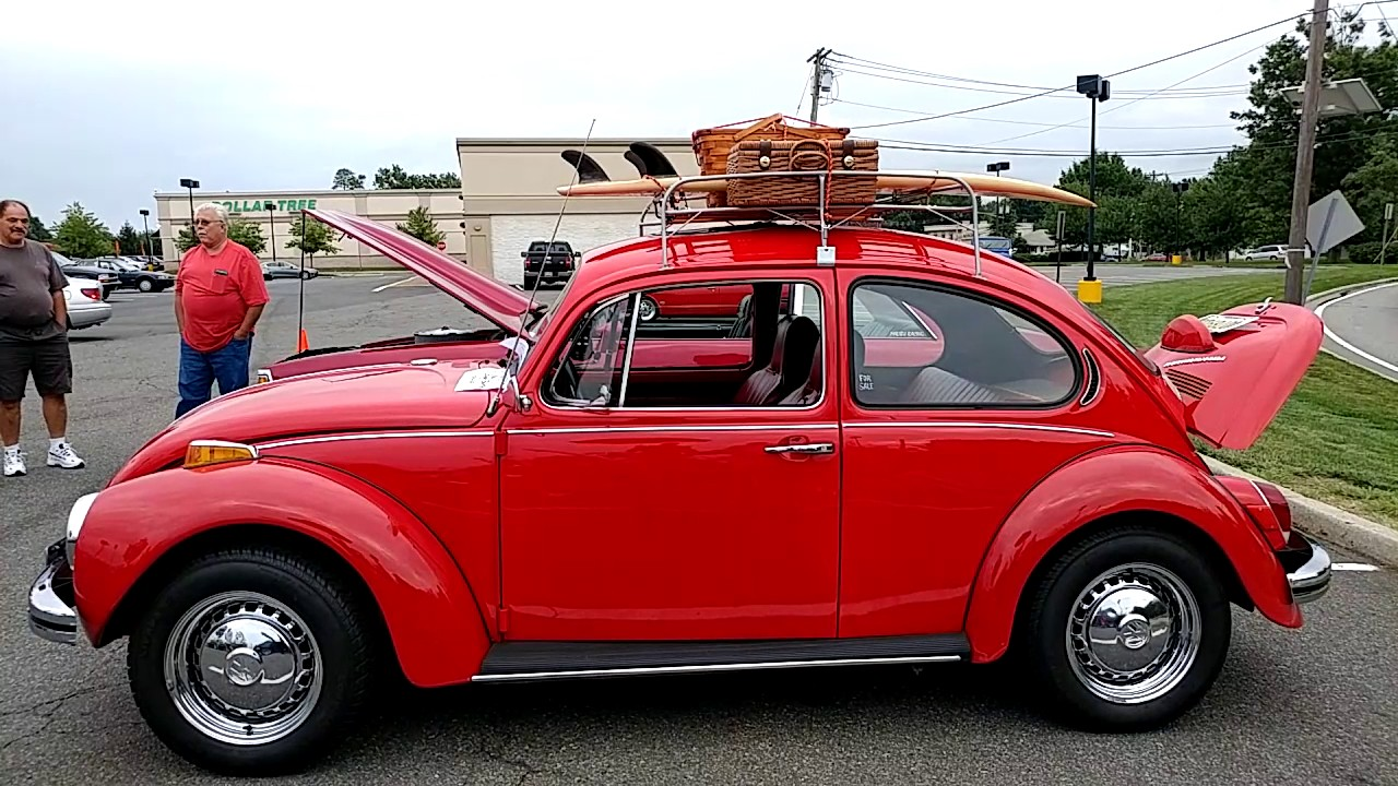 1971 RED VOLKSWAGEN SUPER BEETLE WITH CHROMED ENGINE COMPARTMENT + ROOF RACK
