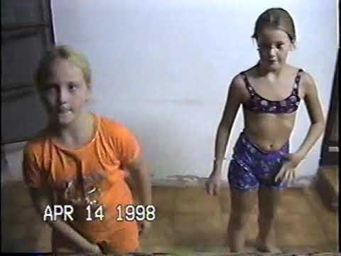 Raquel E Roberta Dançando O Tchan 1998