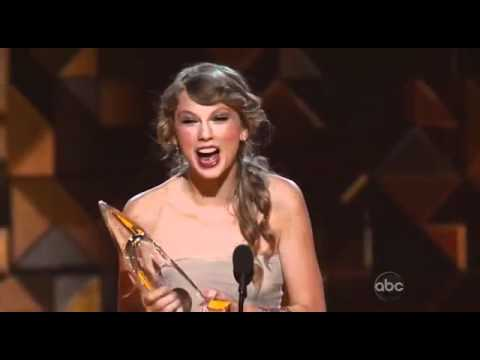 Taylor Swift Wins Entertainer Of The Year   CMA Awards 2011