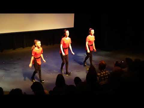 Isabella, Sofia, and Olivia dancing to Draggers Reel